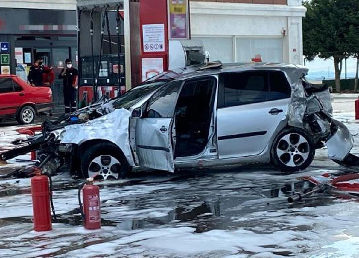 İstanbul'da faciadan dönüldü! Kontrolden çıkan araç benzin istasyonuna daldı