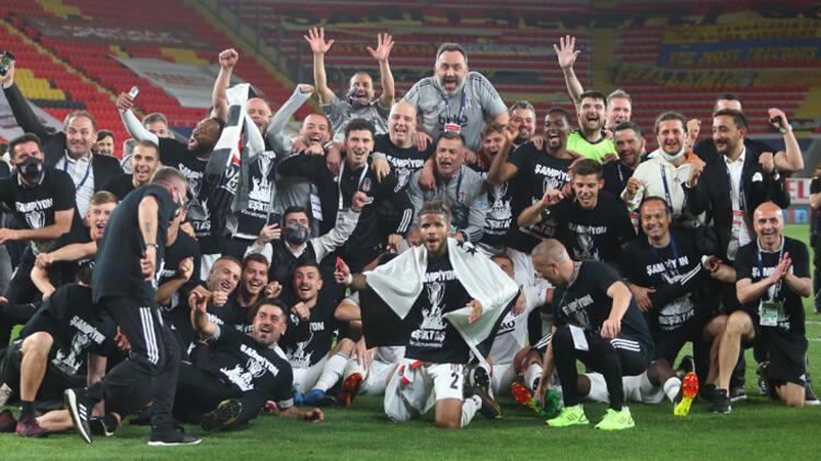 Süper Lig'de şampiyon olan Beşiktaş'tan çifte bomba! Anlaşma sağlandı