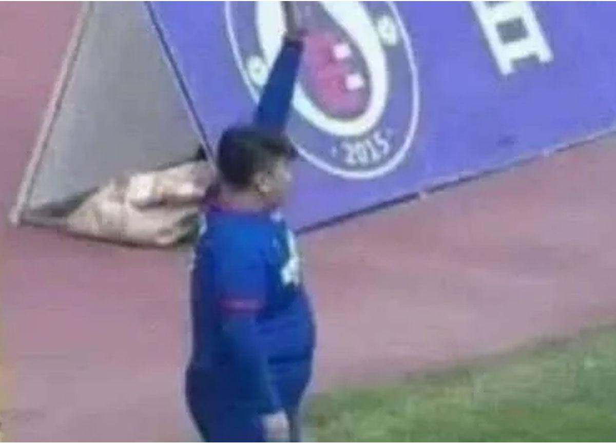 2. Lig takımı satın alan iş insanı kendine 10 numarayı verdi, 126 kilo oğlunu forvet yaptı