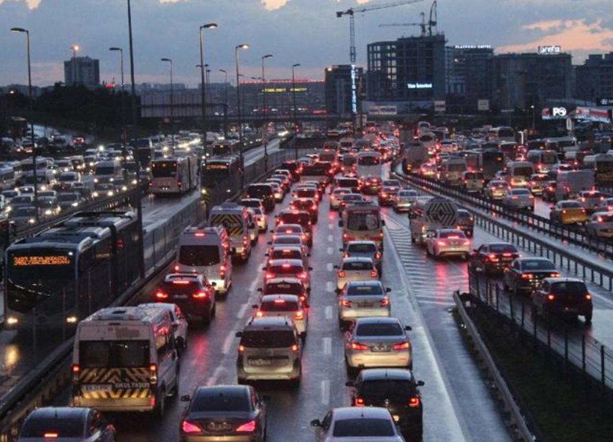 Kademeli normalleşme sonrası İstanbul'da trafik yoğunluğu