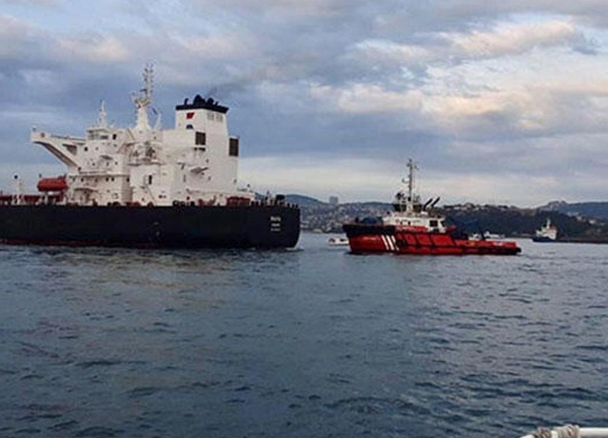 İstanbul Boğazı'nda korku dolu anlar! Tanker son anda durduruldu, trafik askıya alındı