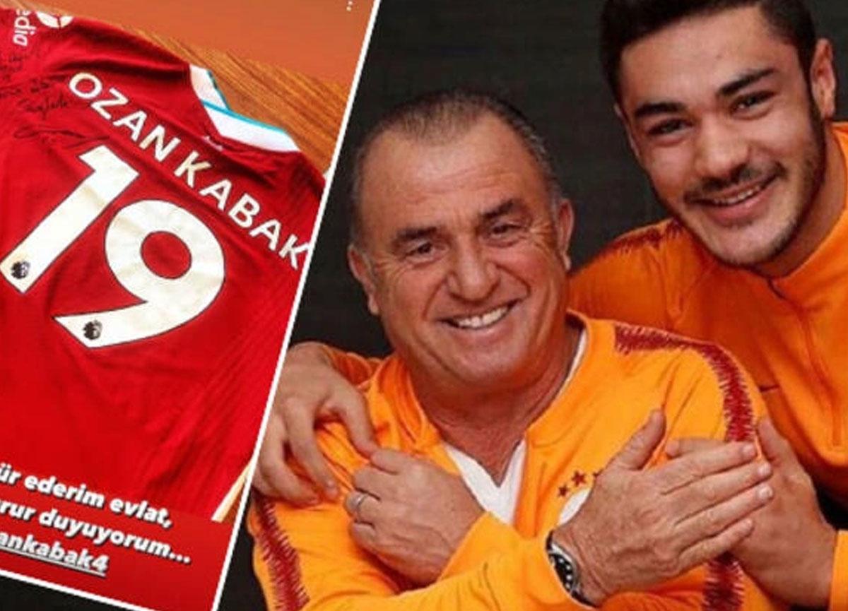 Ozan Kabak'tan Fatih Terim'e imzalı Liverpool forması: Seninle gurur duyuyorum