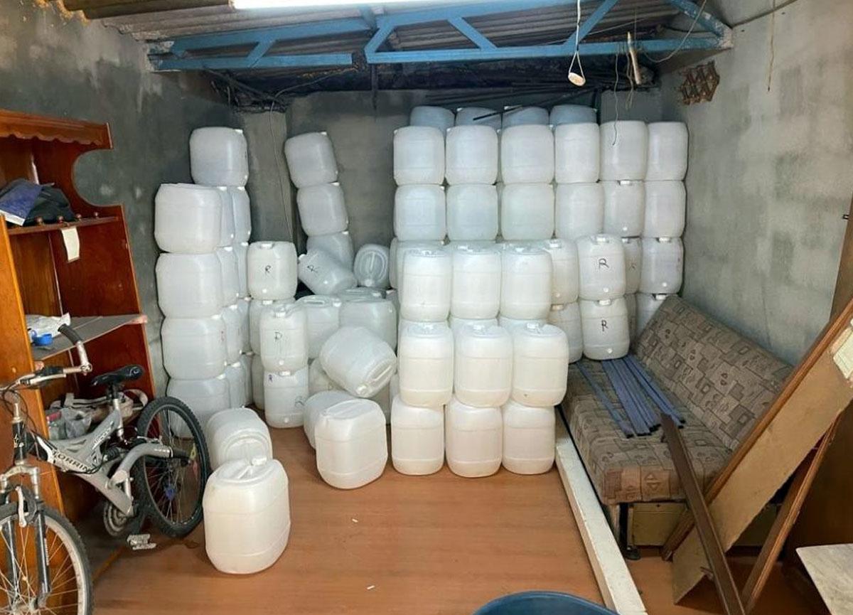Başakşehir'de 2 tondan fazla sahte içki ele geçirildi