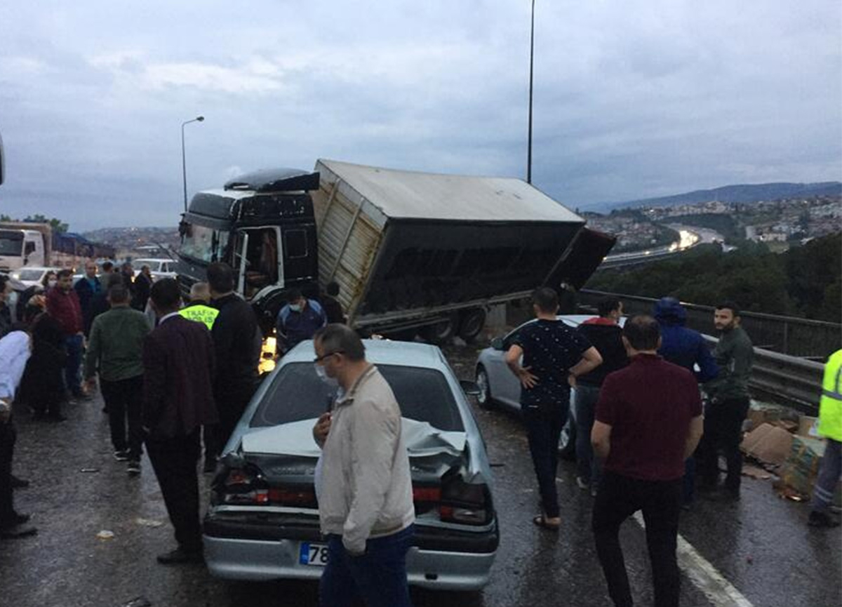 Son dakika: TEM'de zincirleme trafik kazası!