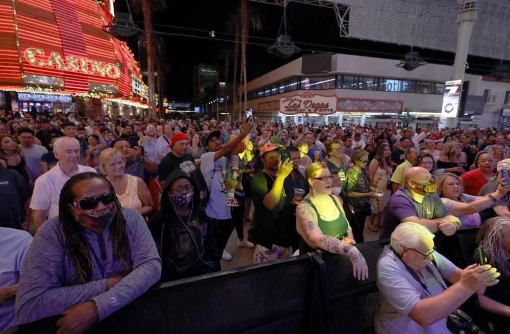 Las Vegas maskesiz ve sosyal mesafesiz olarak yeniden açıldı