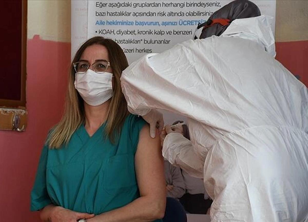 Bakan Koca sosyal medyadan duyurdu! 'Tüm öğretmenler aşı yaptırabilecek'