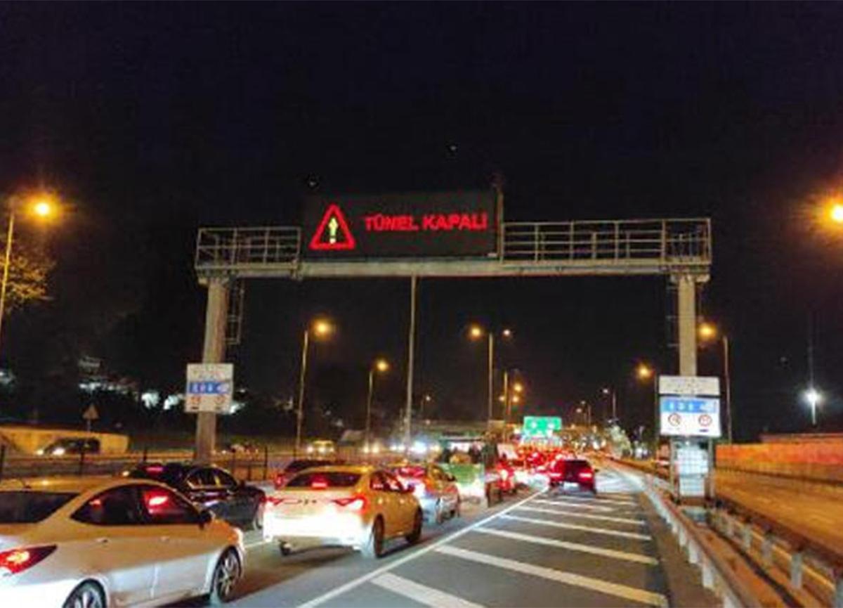 Peş peşe araç yangınları İstanbul'da trafiği kilitledi!