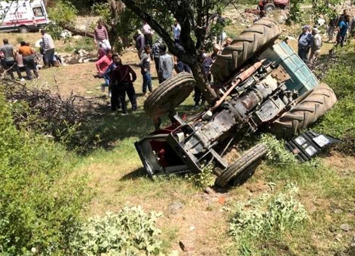 Traktör devrildi, 2'si çocuk 5 kişi yaralandı