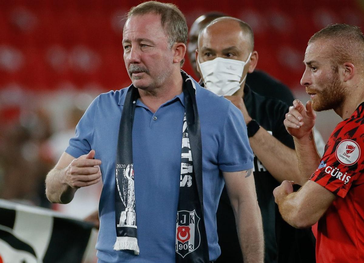 Sergen Yalçın, Beşiktaş yönetiminden 1 yıllık sözleşme talep etti
