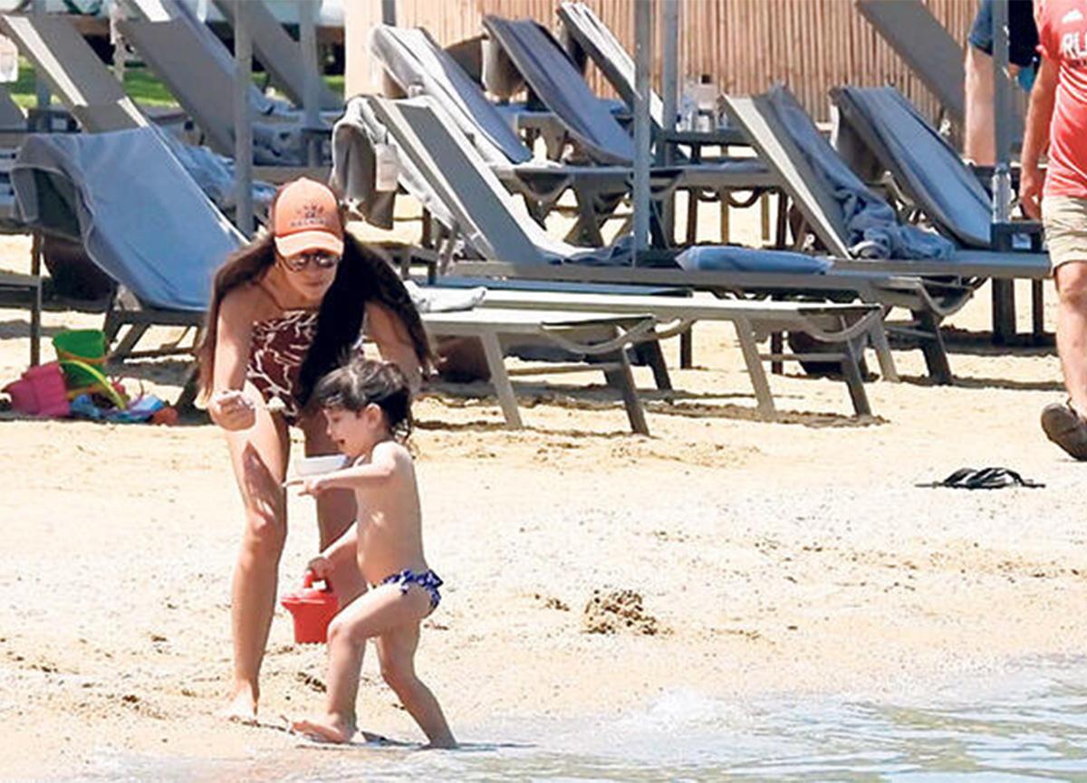 Aslı Tandoğan plajda kaseyle görüntülendi!