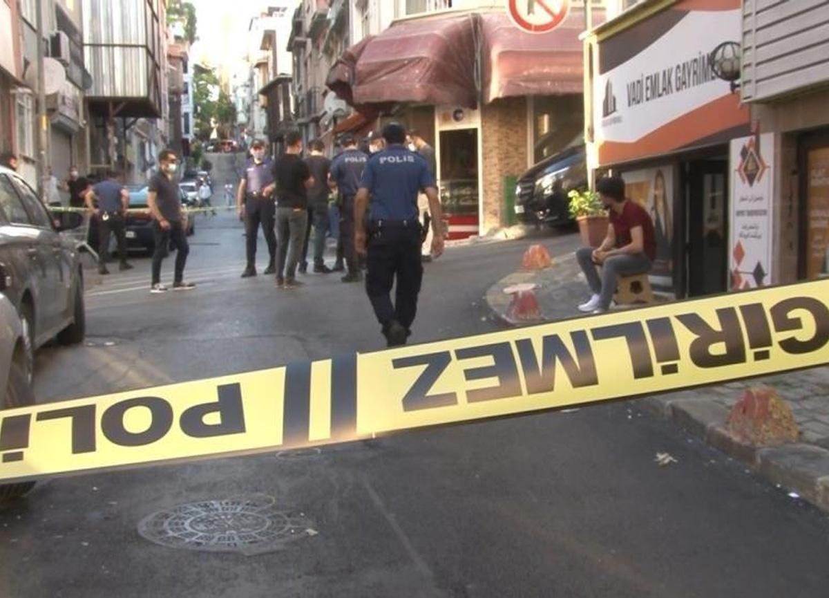 İstanbul'un göbeğinde kan donduran anlar! Sokak ortasında çatıştılar...
