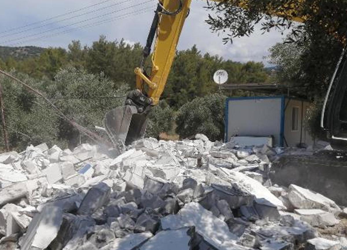 Cennet koydaki kaçak yapılar bir bir yıkıldı