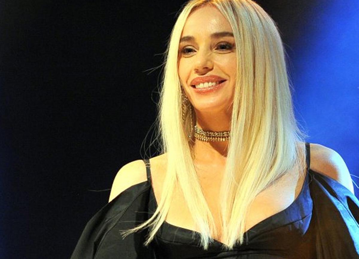 Şarkıcı Gülşen'in taytlı fotoğrafı sosyal medyada çok konuşuldu!
