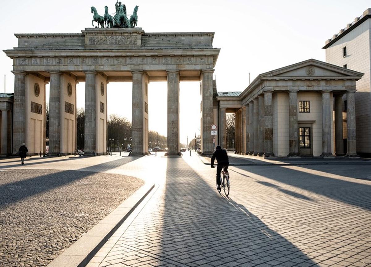 Almanya'ya seyahat etmek isteyenler için aşı kararı! Türkiye için BioNTech...