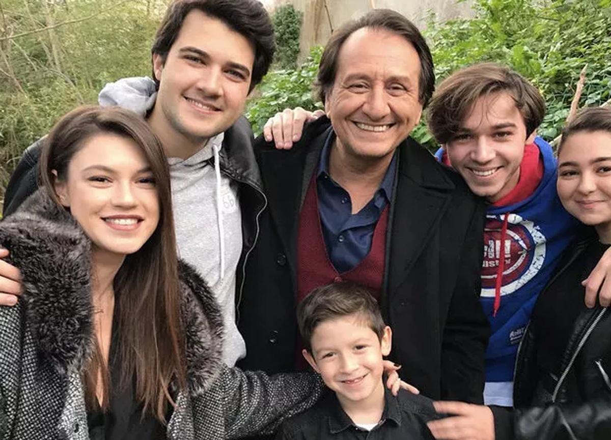 Arka Sokaklar dizisinin Zeliha Çoban'ı Yüsra Geyik, 15 yıldır rol aldığı diziye veda etti