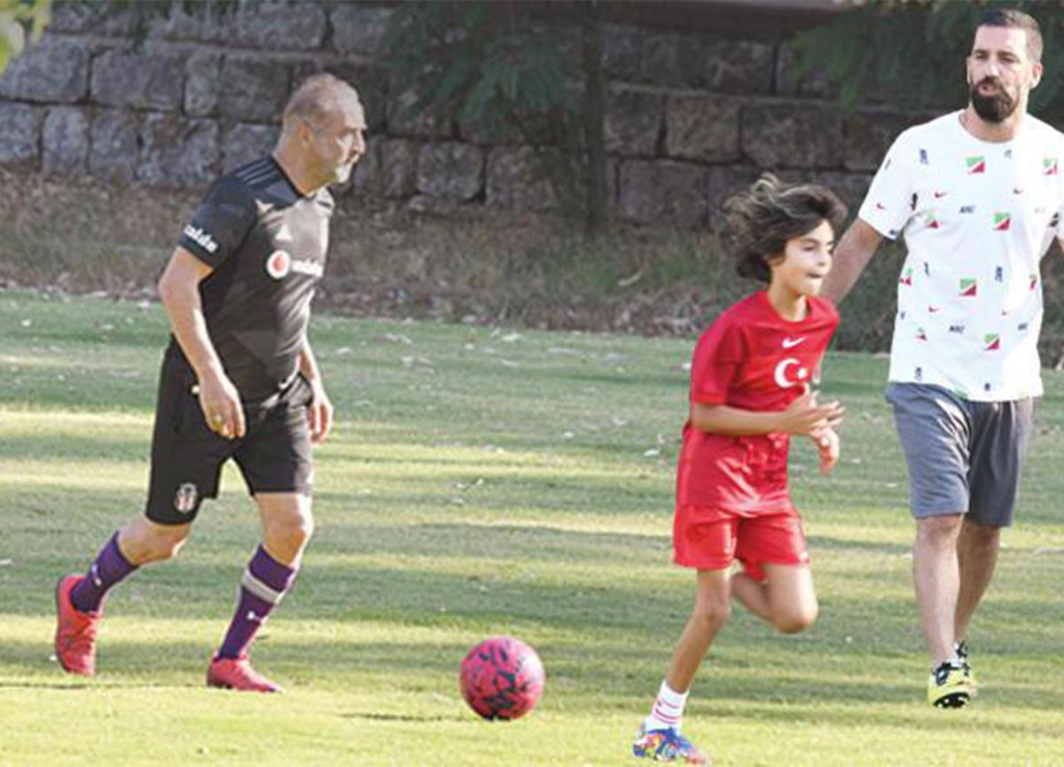 Arda Turan, Yılmaz Erdoğan ve Rodin futbol maçı yaptı