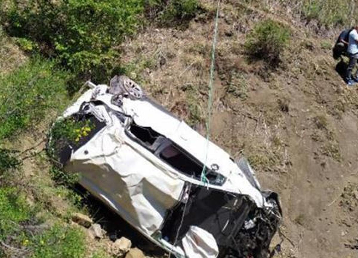 90 metrelik uçuruma yuvarlanan araçtaki 2 kişi hayatını kaybetti