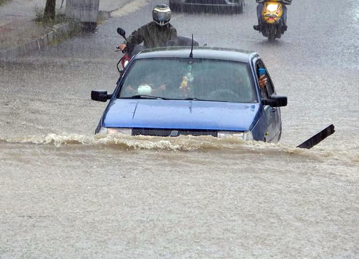 Tekirdağ Çorlu'da sokaklar sular altında kaldı