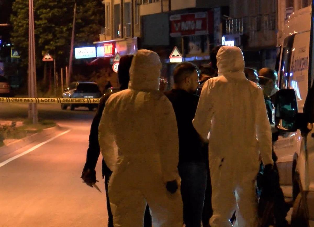 Beylikdüzü'nde korkunç olay: Anne ile oğlu ölü bulundu, kapıdaki 'bomba var' notu korkuttu