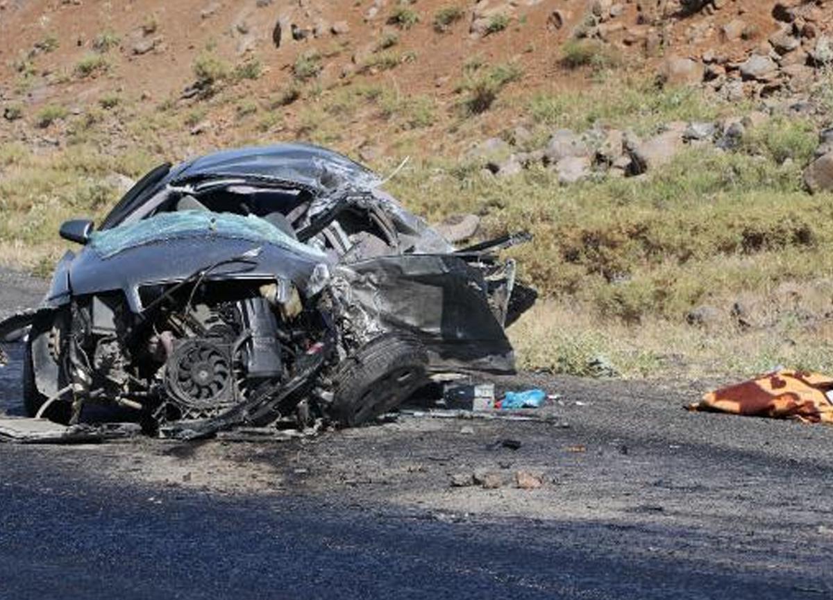 Diyarbakır'da katliam gibi kaza! 2 ölü, 3 yaralı var!