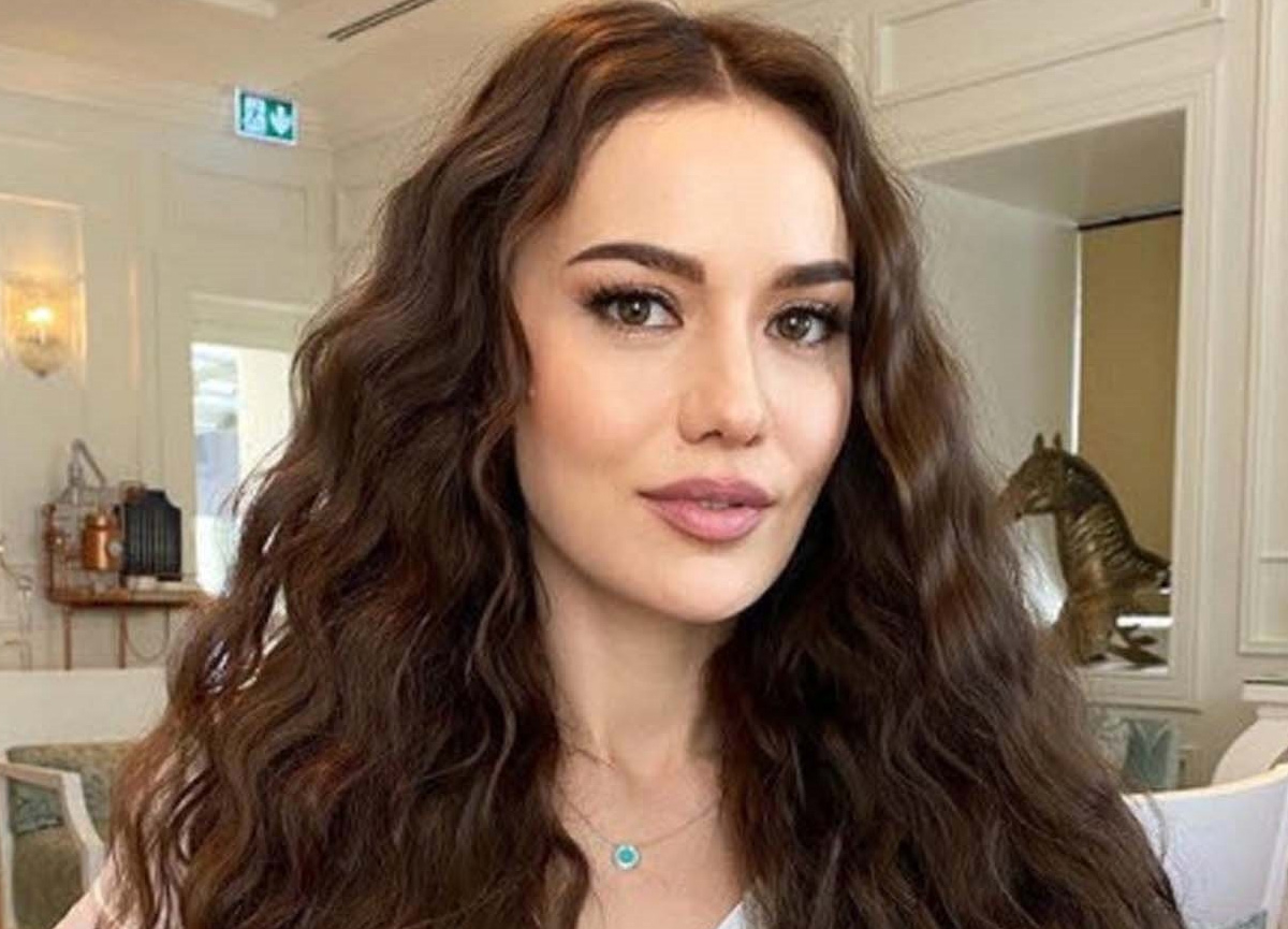 Ünlü oyuncu Fahriye Evcen'in pozu sosyal medyayı salladı
