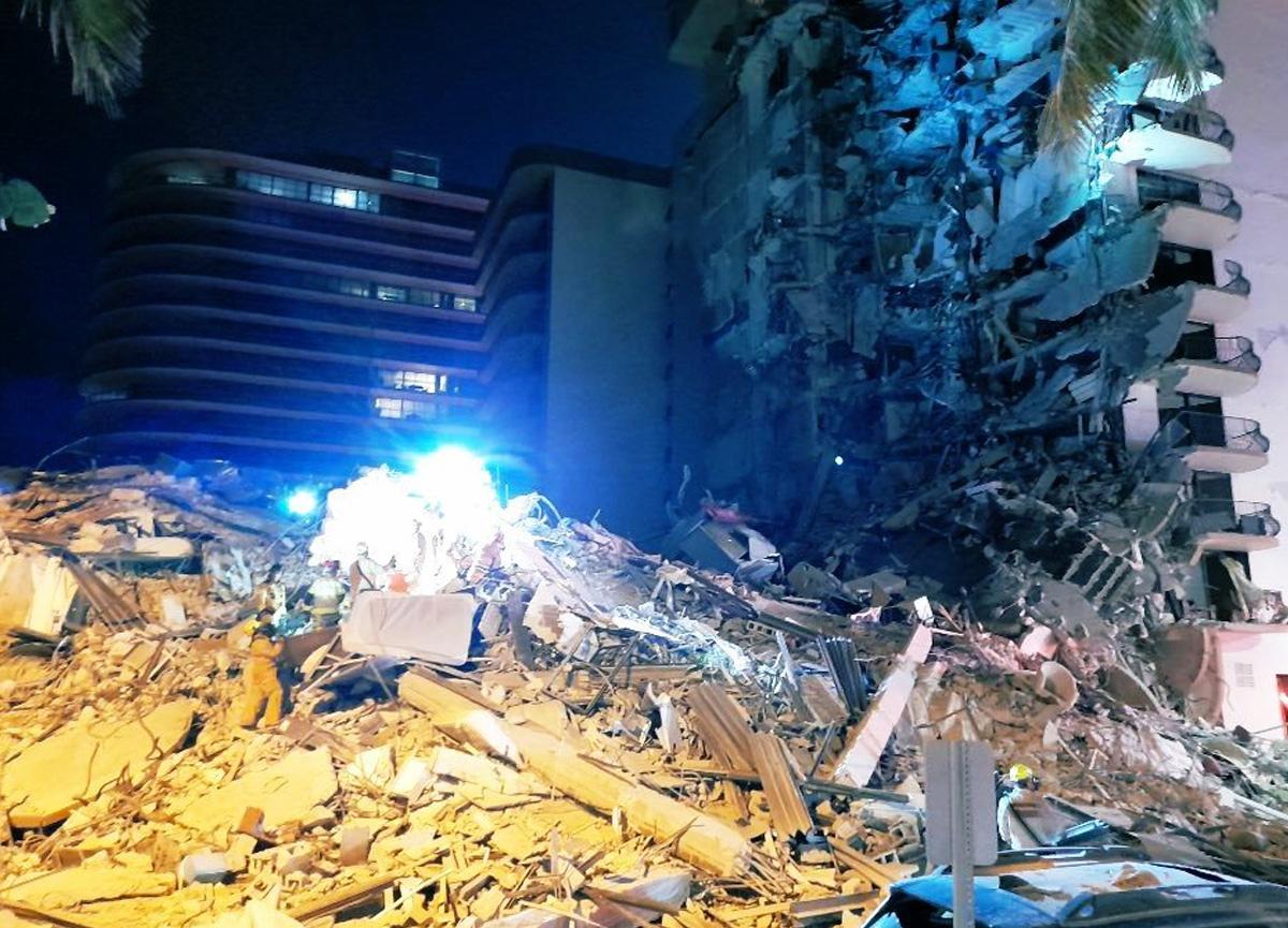 ABD'de 11 katlı bina çöktü! Enkaz altında kalanlar var...