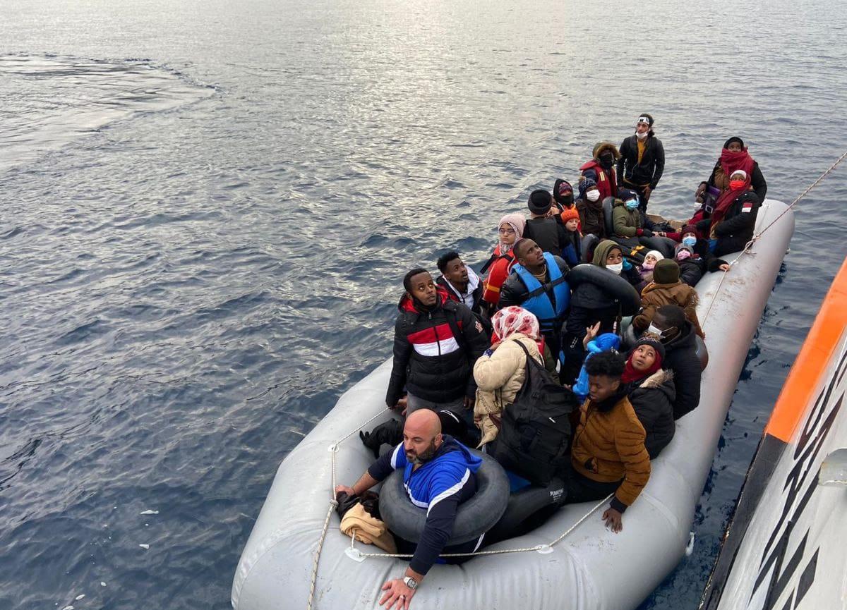 Akdeniz'de göçmenleri taşıyan bot alabora oldu: 43 ölü