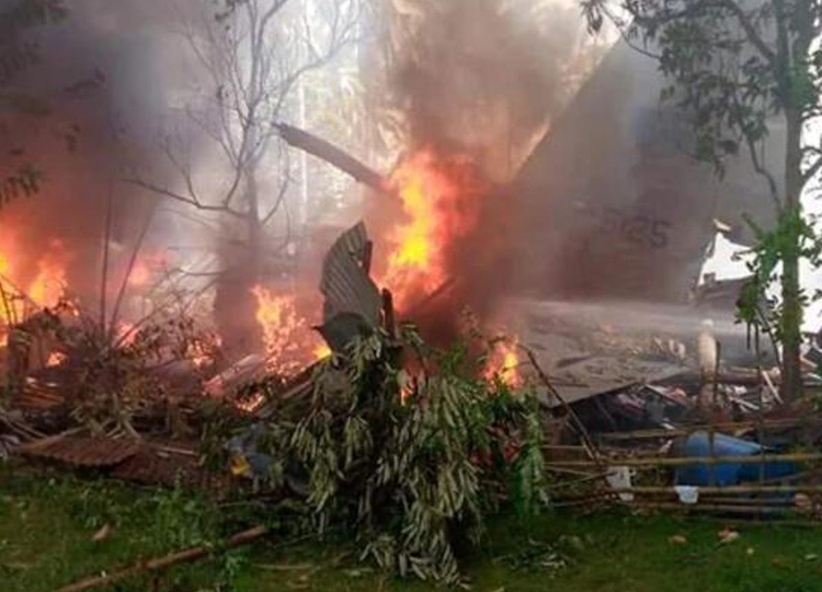 Filipinler'de 85 kişiyi taşıyan askeri uçak düştü... Çok sayıda ölü var!