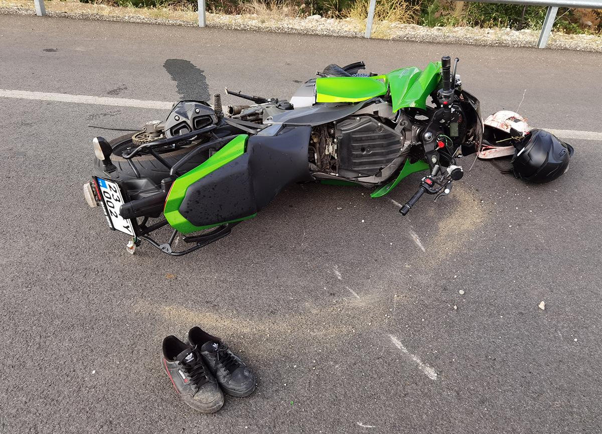 Feci kaza! 20 metre sürüklendi, kolu paramparça oldu
