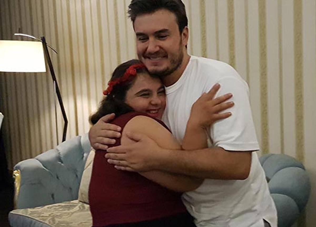 Ünlü şarkıcı Mustafa Ceceli'den down sendromlu hayranına jest