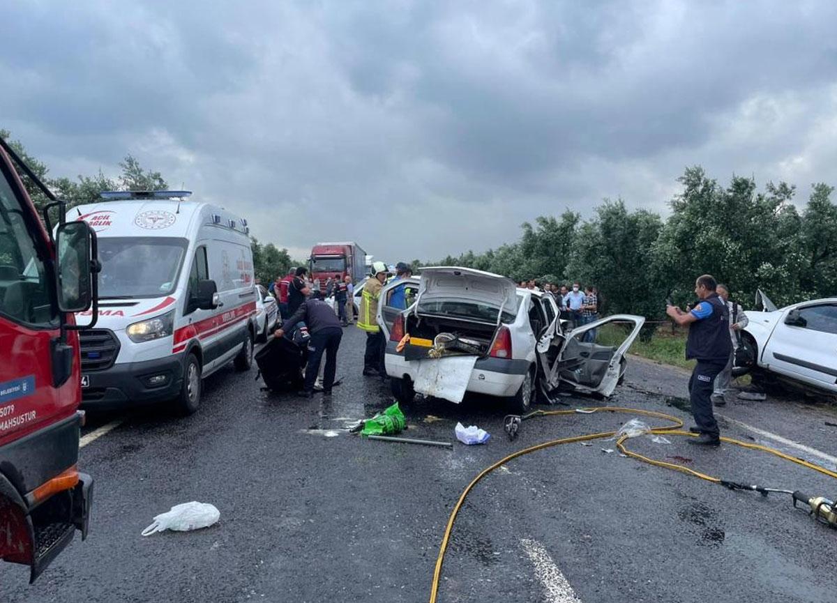 İki araç kafa kafaya çarpıştı: 4 kişi öldü, 3 kişi yaralandı