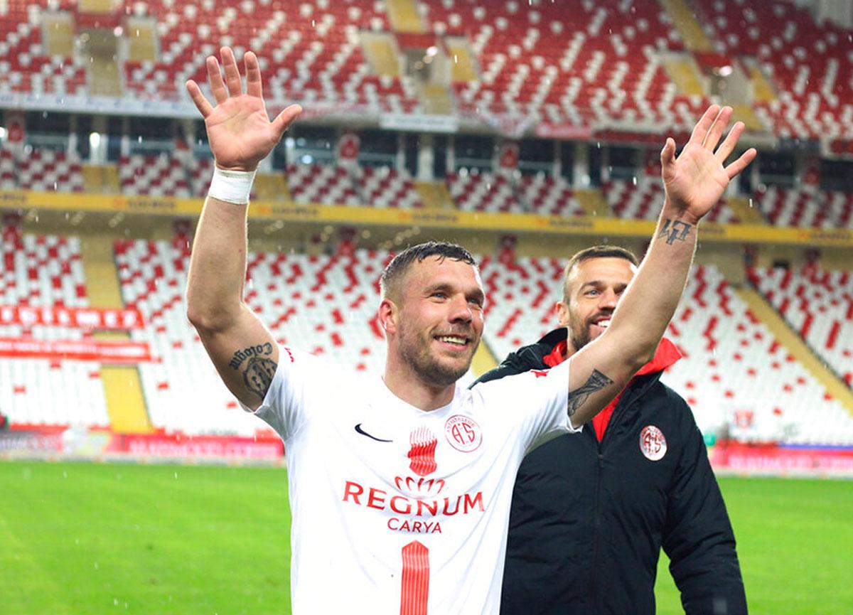 Podolski, Gornik Zabrze'ye transfer oldu