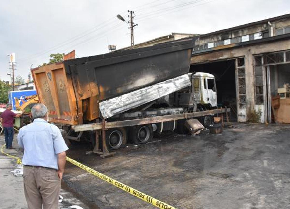 Tamir sırasında kamyonun yakıt deposu patladı
