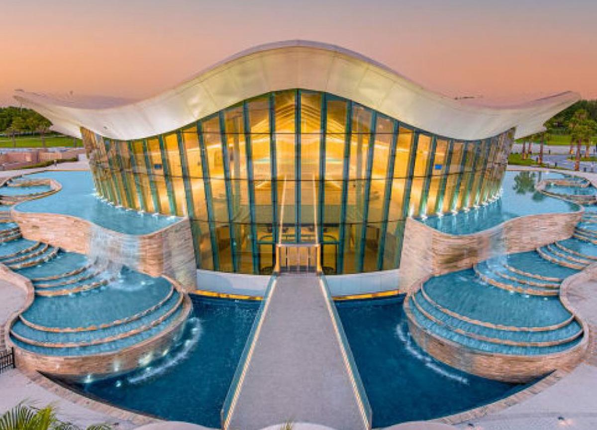Dubai'de dünyanın en derin havuzu açıldı: Tam 14 milyon litre su dolu...