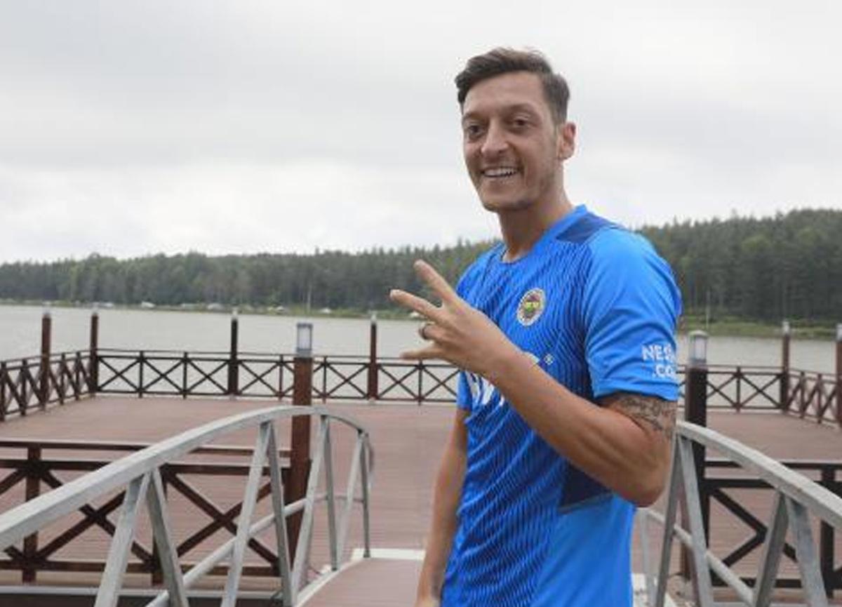 Mesut Özil'den Vitor Pereira ile ilgili övgü dolu sözler