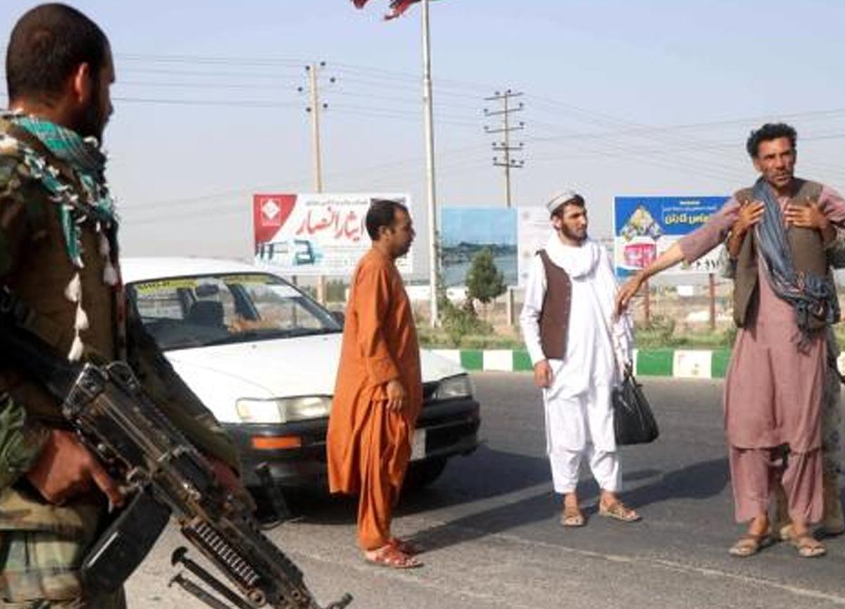 Taliban Afganistan'da bazı sınır kapılarını ele geçirdi!