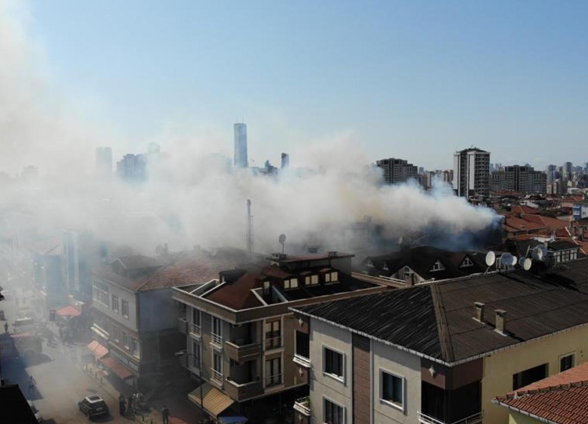 Ataşehir'de tüp patlaması sebebiyle 4 katlı binanın terasında yangın çıktı