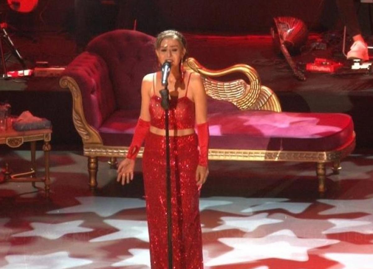 İstanbul'da normalleşme ile ilk konserde Yıldız Tilbe sahne aldı