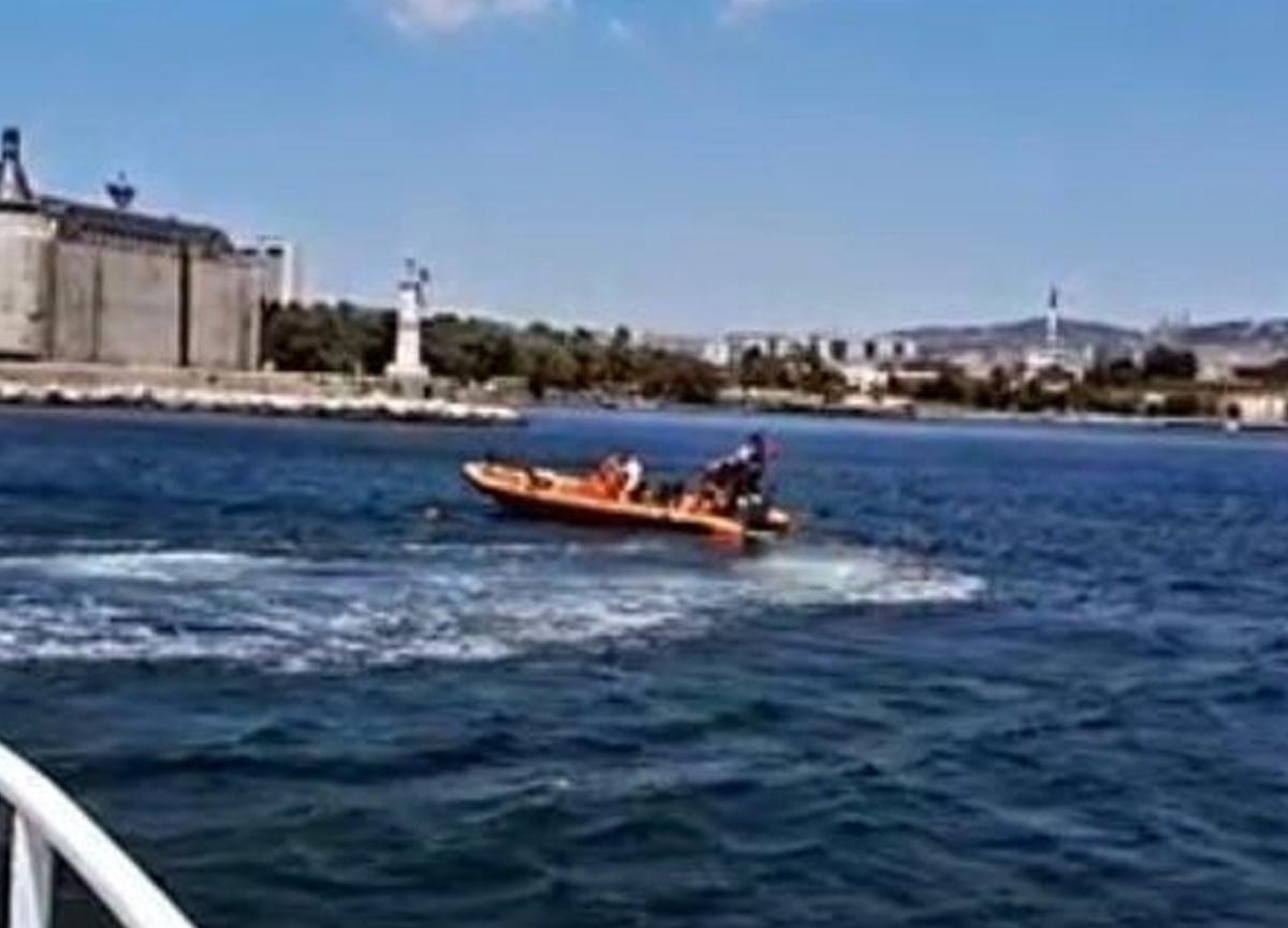Kadıköy açıklarında vapurdan düşen yolcuyu Sahil Güvenlik kurtardı