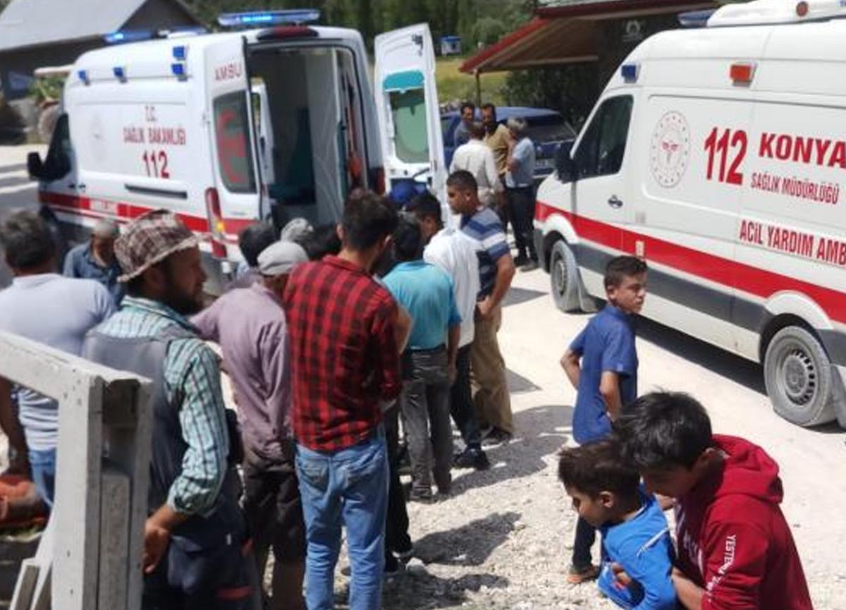 Konya'da iki motosiklet otomobile çarptı: 5 yaralı