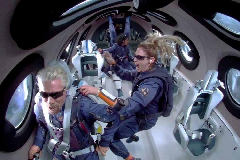 Tarihi uçuştan hemen önce:Elon Musk, Richard Branson'u ziyaret etti