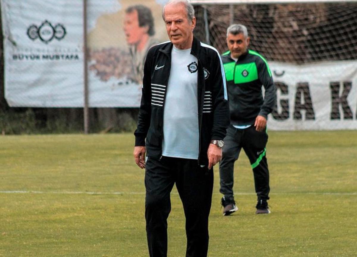 Mustafa Denizli, Altay ile yeni sözleşme imzalıyor