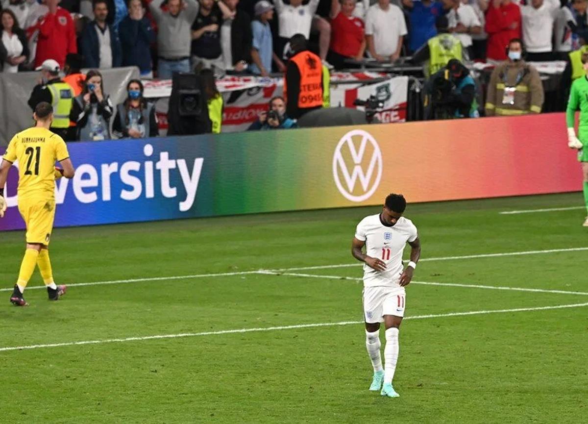 İngiliz futbolcu Rashford'dan ırkçı saldırılara cevap