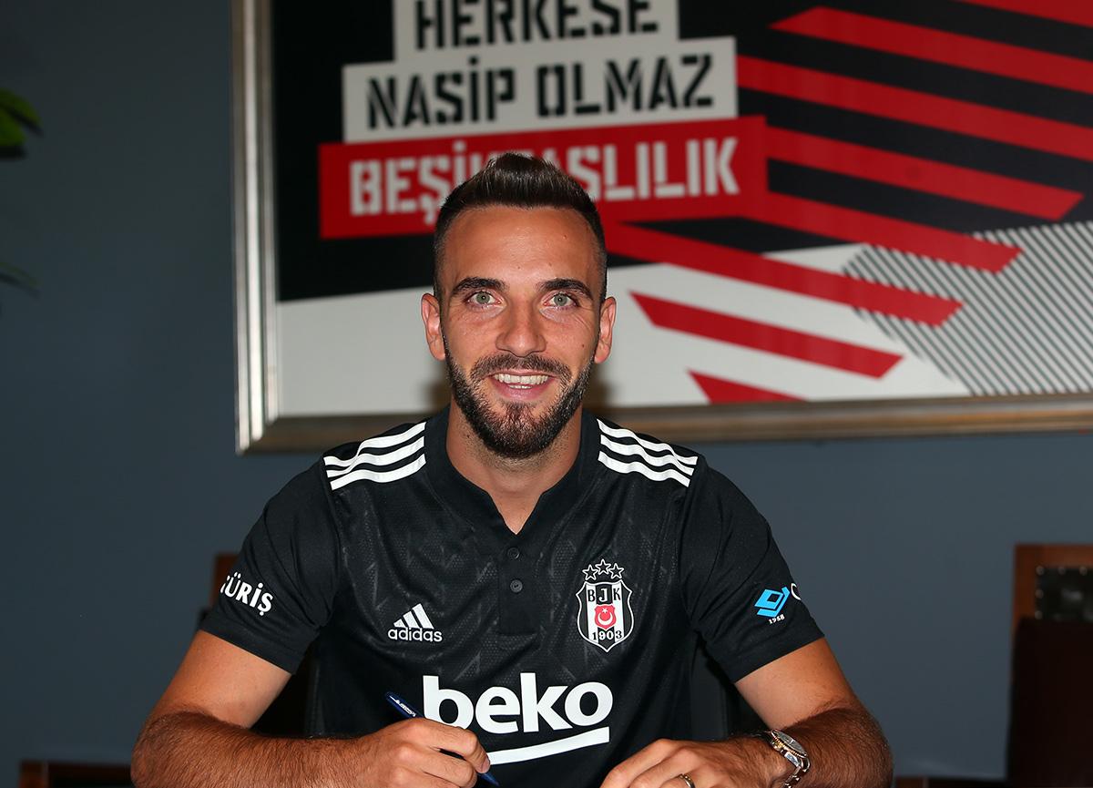 Beşiktaş, Kenan Karaman'ı kadrosuna kattığını resmen açıkladı