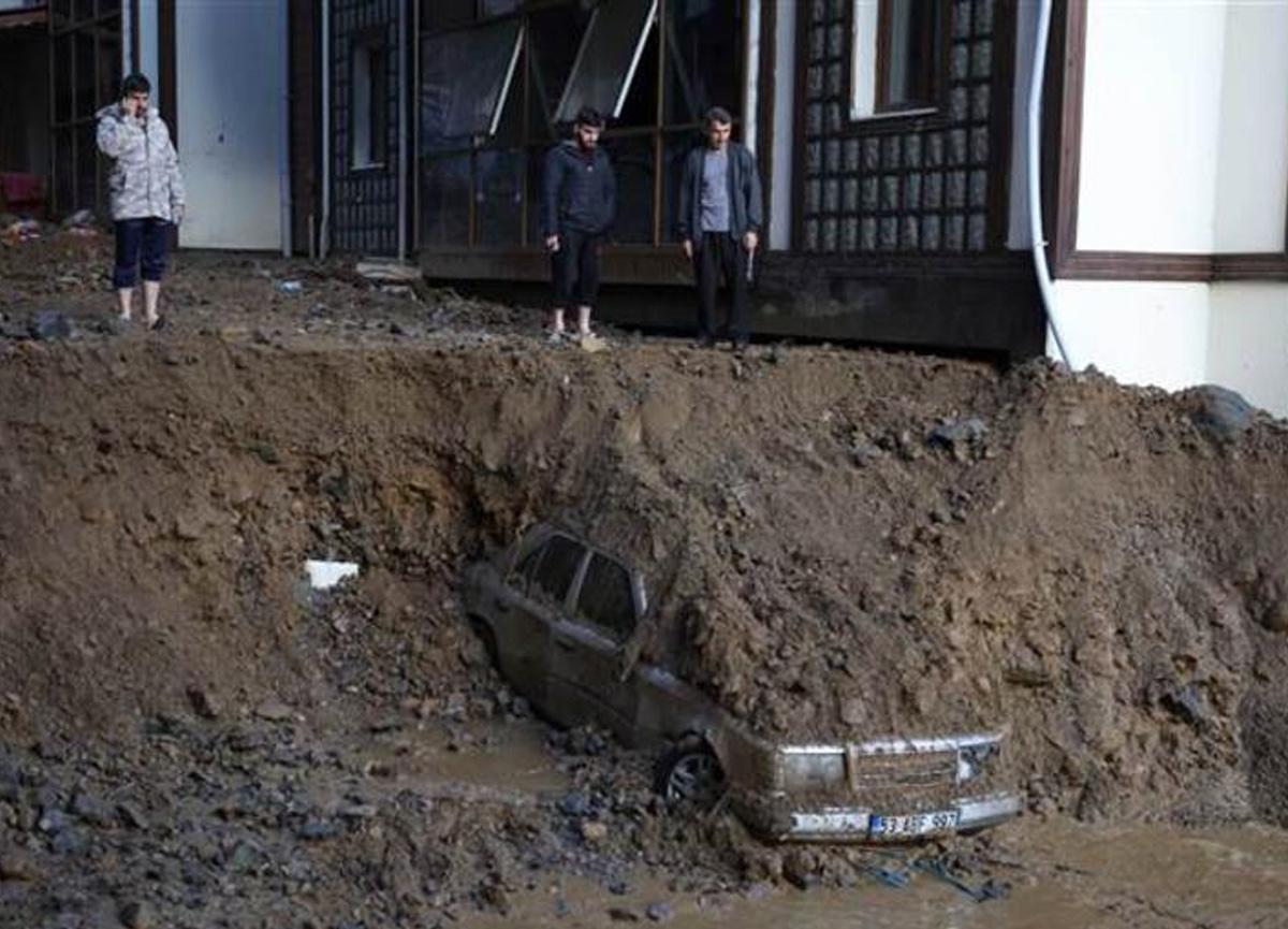 Rize'de sel felaketi! Ölü sayısı 2'ye, kayıp sayısı 6'ya yükseldi...