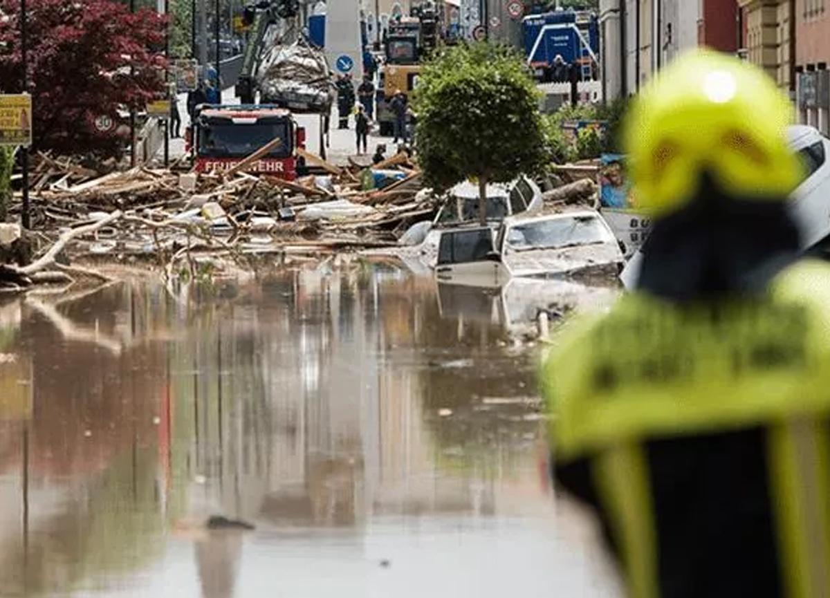 Almanya'da sel felaketi! 6 bina çöktü, 30 kişi kayıp...