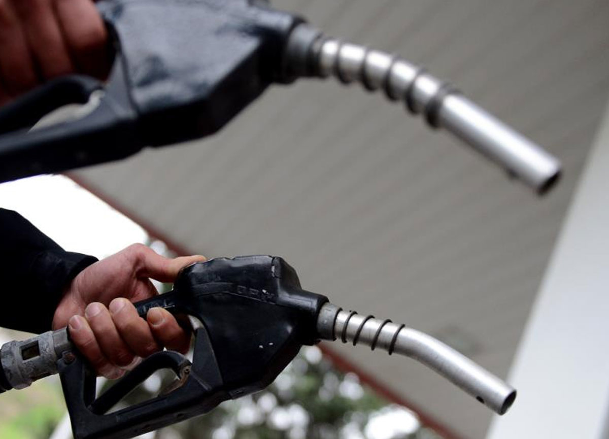 Benzine 17 kuruş zam yapıldı! Fiyata yansımayacak