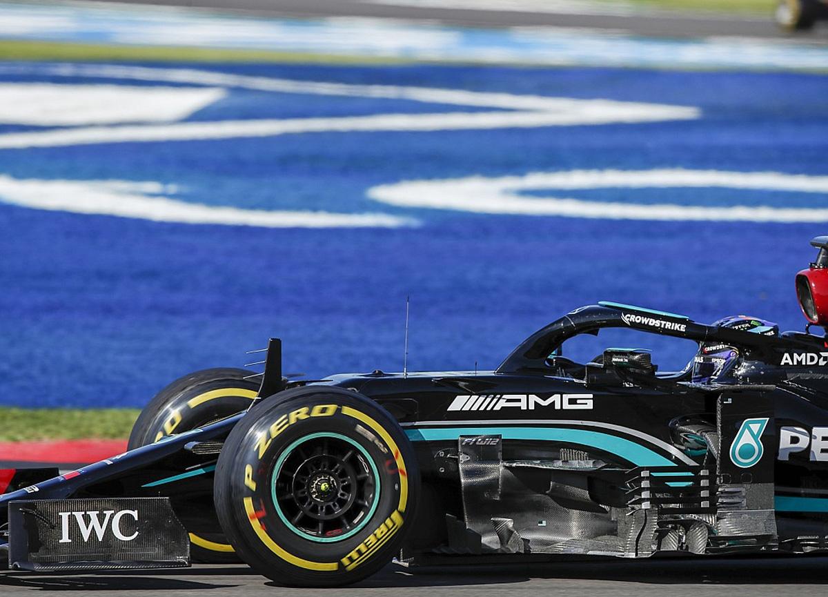 Lewis Hamilton cezaya rağmen Britanya Grand Prixi'ni kazandı