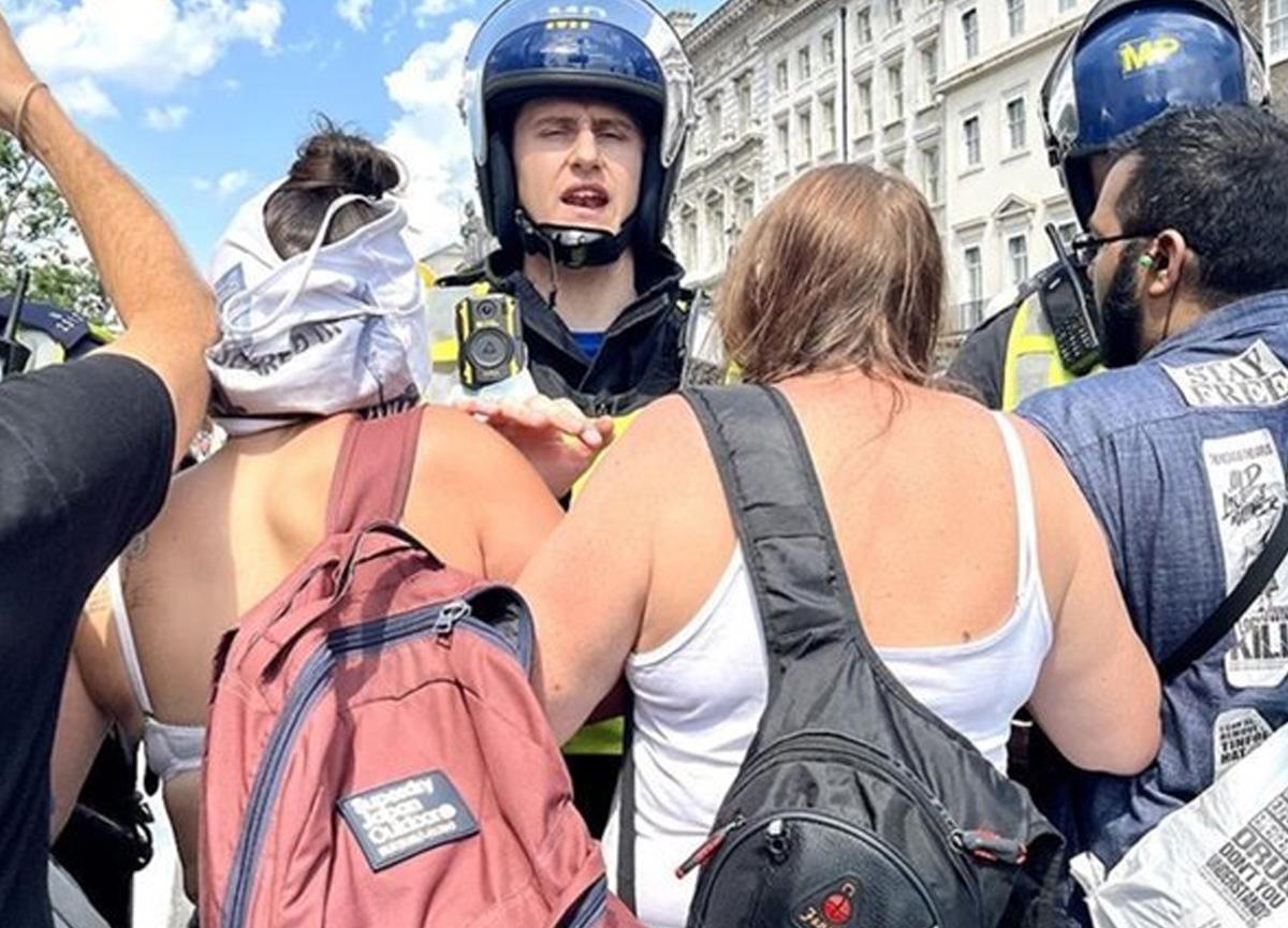 Londra'da aşı karşıtlarının protestosuna polis müdahalesi: 11 gözaltı