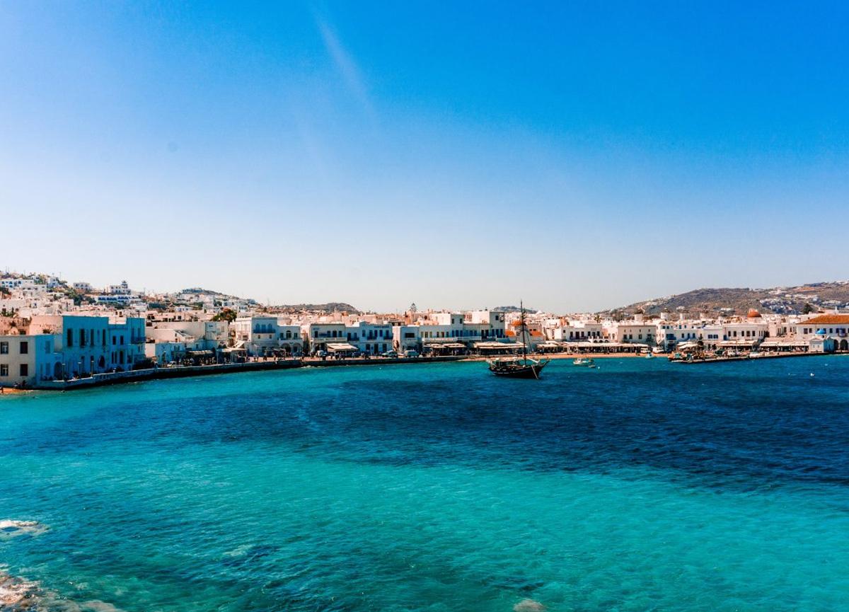 Yunanistan'ın Mikonos Adası'ndaki kısıtlamalar nedeniyle turistler adayı terk etti